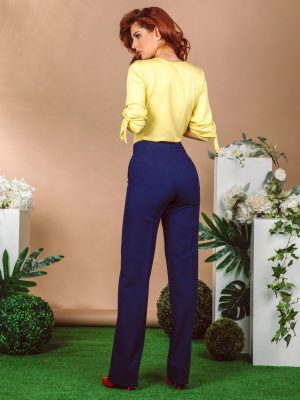Pantalone 381 R teget pozadi